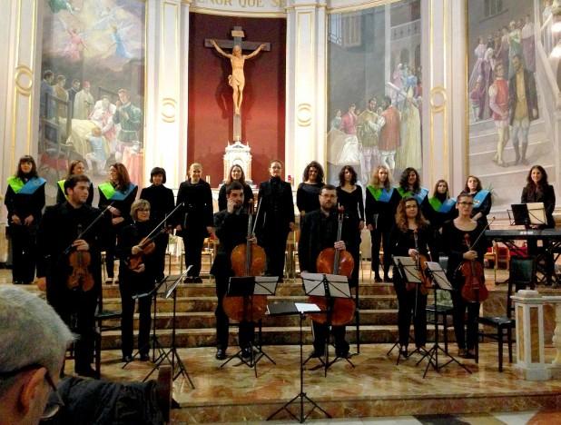 Sopranos y contraltos del Orfeón CEU-UCH junto al Coro Femenino y Orquesta del Palacio del Marqués de Dos Aguas.