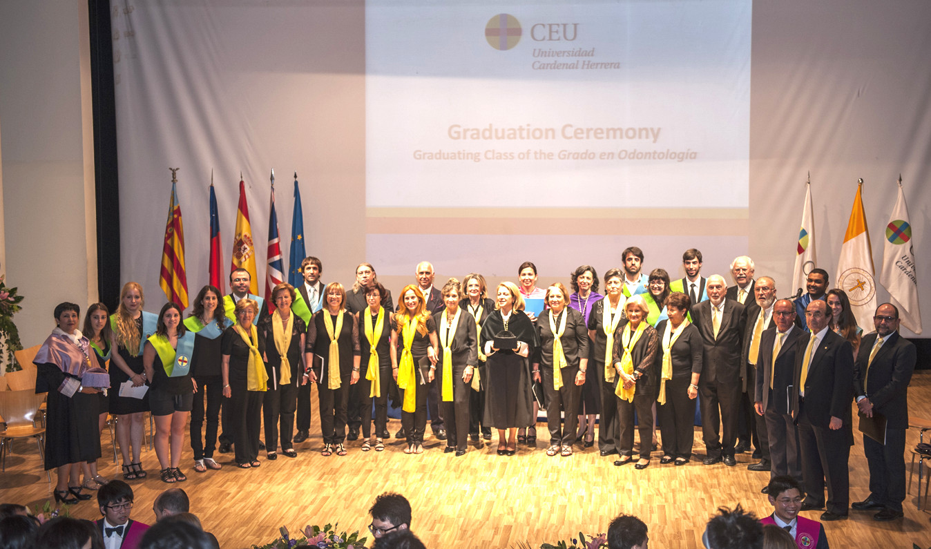 El Orfeón CEU-UCH, junto a la Coral del Colegio de Médicos de Valencia, al finalizar el acto.